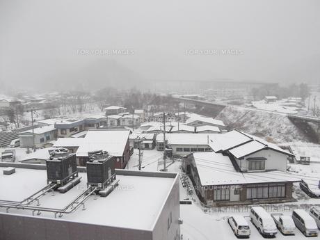岩手県普代村の雪景色(普代村役場から北東方向)の素材 [FYI00443041]