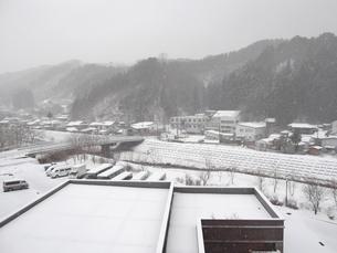 岩手県普代村の雪景色(普代村役場から西方向)の素材 [FYI00443043]