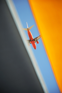 赤い飛行機の写真素材 [FYI00443220]