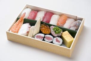 寿司折り詰め弁当-6の素材 [FYI00443360]
