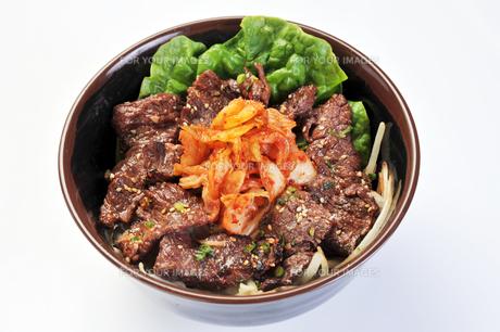 焼き肉丼-2の写真素材 [FYI00443411]