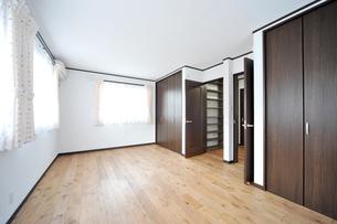 新築のベッドルーム1-4の写真素材 [FYI00443490]