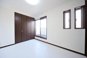 新築のベッドルーム1-6の写真素材 [FYI00443503]
