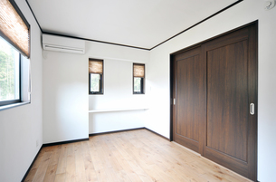 新築のベッドルーム1-2の写真素材 [FYI00443509]