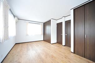 新築のベッドルーム1-3の写真素材 [FYI00443510]