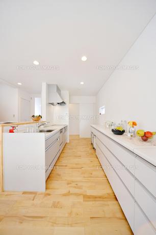 モダンなキッチン1-1の素材 [FYI00443512]