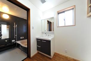 新築のバスルーム横位置?1の写真素材 [FYI00443528]