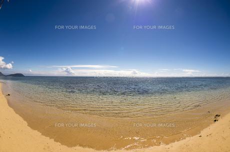 無人の海岸と砂浜、魚眼レンズ-1の素材 [FYI00443572]
