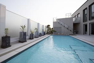 プールのある豪邸-7の写真素材 [FYI00443617]