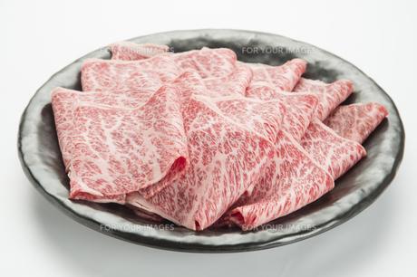 霜降り肉のスライス一皿盛り-1の写真素材 [FYI00443661]