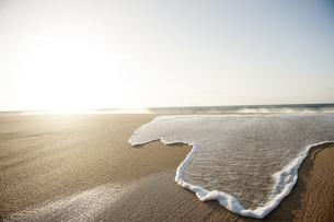 波と砂浜-1の写真素材 [FYI00443710]