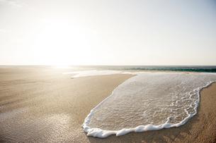 波と砂浜-2の写真素材 [FYI00443715]