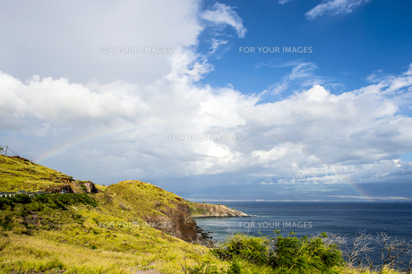 マウイ島マアラエア湾にかかる虹-1の素材 [FYI00443746]