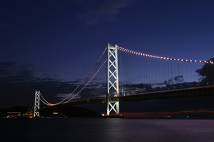 明石海峡大橋夕景-1の写真素材 [FYI00443781]