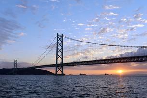 明石海峡大橋夕景-2の写真素材 [FYI00443782]