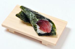 マグロの赤身の巻き寿司-1の写真素材 [FYI00443791]