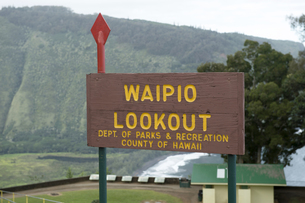 ワイピオ渓谷のサインボードの写真素材 [FYI00443993]
