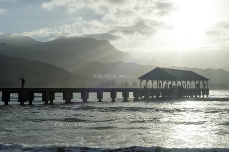 ハナレイ桟橋、カウアイ島、ハワイ-2の写真素材 [FYI00444163]