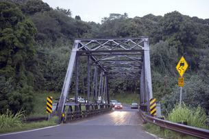 ハナレイのワンレーンブリッジ、カウアイ島、ハワイの素材 [FYI00444186]
