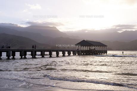 ハナレイ桟橋、カウアイ島、ハワイ-1の写真素材 [FYI00444188]