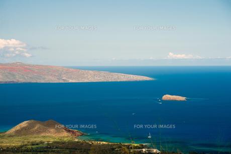 マウイ島ピイラニハイウェイからカホオラウェ島とモロキニ島を望む-1の素材 [FYI00444190]