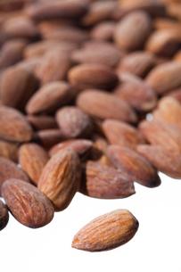 nuts(almonds)_02の写真素材 [FYI00445011]