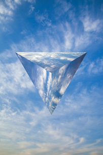 sky_triangular_pyramid_04の写真素材 [FYI00446923]