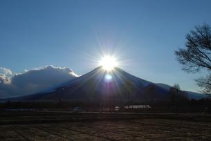 ダイヤモンド富士の写真素材 [FYI00447410]