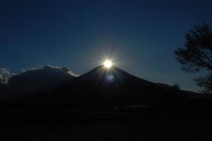 ダイヤモンド富士の写真素材 [FYI00447411]