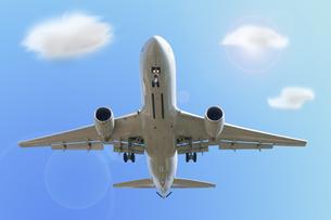 飛行機と青空と雲の写真素材 [FYI00447847]