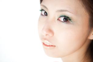 緑色の付けまつげの女性の素材 [FYI00448071]