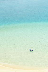 海と海水浴客の写真素材 [FYI00448154]