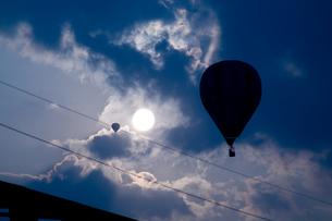 雲の中のバルーンの写真素材 [FYI00448385]