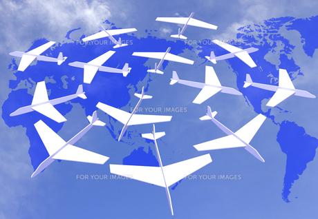 飛行機と世界地図の写真素材 [FYI00448441]