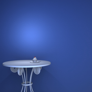 テーブルとカップケーキの写真素材 [FYI00448503]