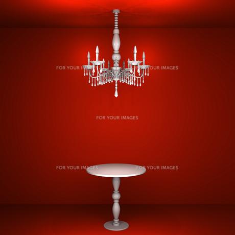 赤い部屋のシャンデリアとテーブルの写真素材 [FYI00448506]