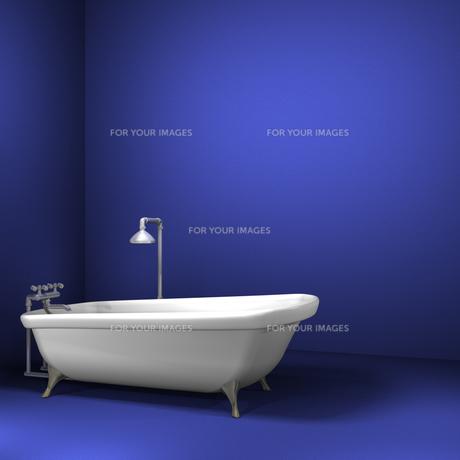 青い部屋のバスタブの写真素材 [FYI00448511]