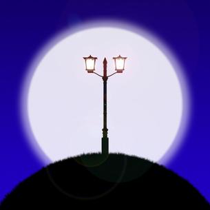 月と丘の上のガス灯の写真素材 [FYI00448518]