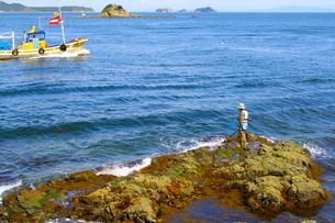 釣人と船の写真素材 [FYI00448572]