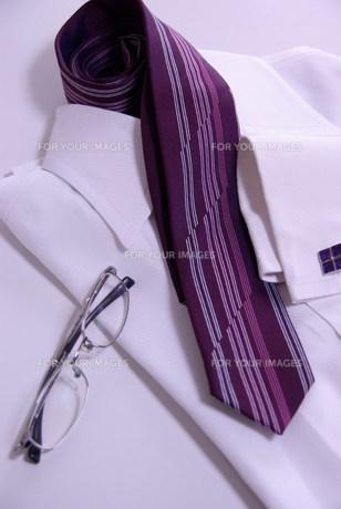 ワイシャツとネクタイとメガネの写真素材 [FYI00449450]