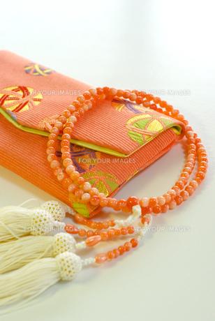 数珠とケースの写真素材 [FYI00449479]