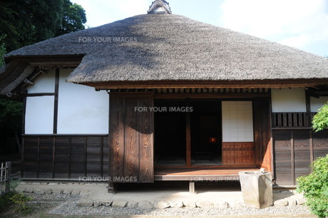 茅葺屋根の家の写真素材 [FYI00449775]