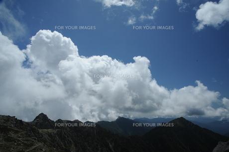 木曽駒から宝剣岳を望むの写真素材 [FYI00449837]