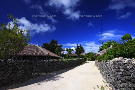 沖縄 竹富島の古民家の写真素材 [FYI00452080]