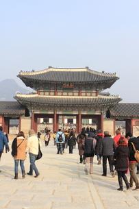 景福宮の勤政門の写真素材 [FYI00452498]