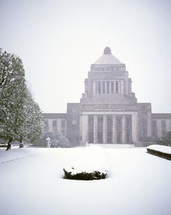 雪の国会議事堂の写真素材 [FYI00452937]