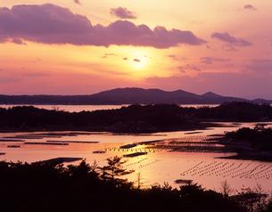 夕焼けの英虞湾の写真素材 [FYI00453350]