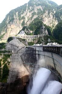 黒四ダムの写真素材 [FYI00453540]