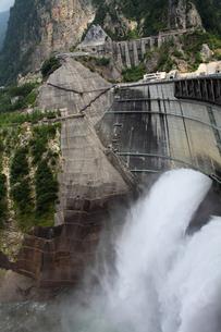 黒四ダムの写真素材 [FYI00453542]