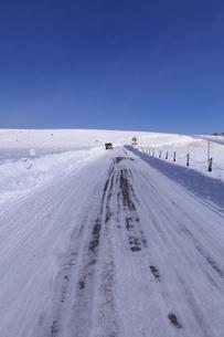 雪道の写真素材 [FYI00454132]